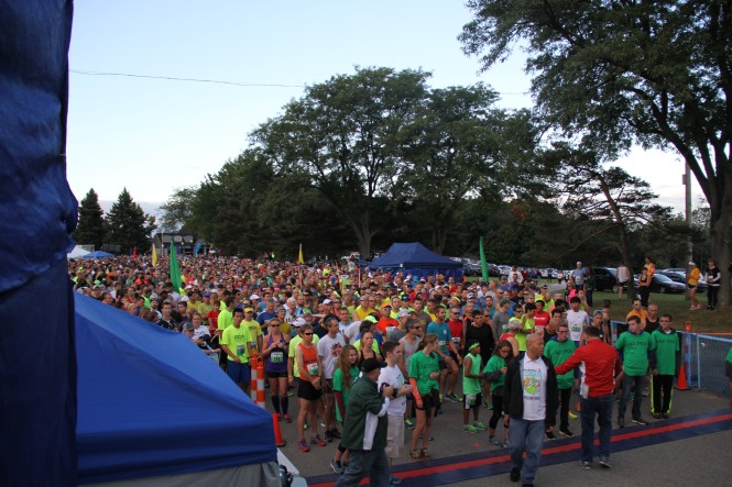 Brooksie Way runners lining up for the start of the race.