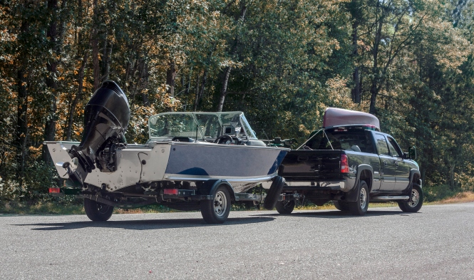 A 4x4 getting ready to put a boat in the water.